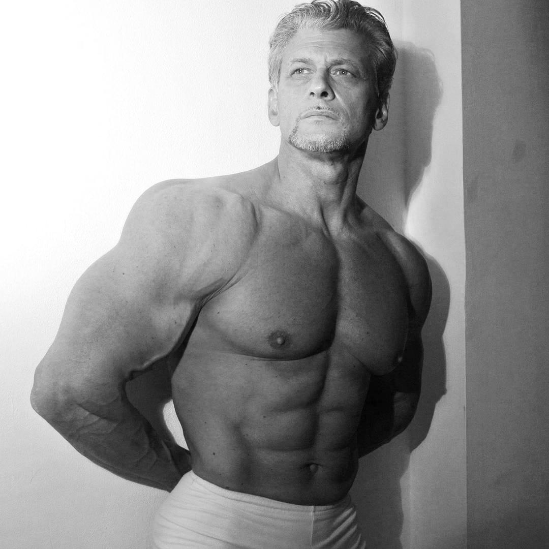 www.robertoeusebio.it Ricorda che: Ogni esercizio, quindi ogni gestualiå atletica, devi essere tu a decidere che muscoli reclutare, non fare decidere al tuo corpo, lui utilizza ció che ha giá di piú forte... QUESTA É CULTURA FISICA